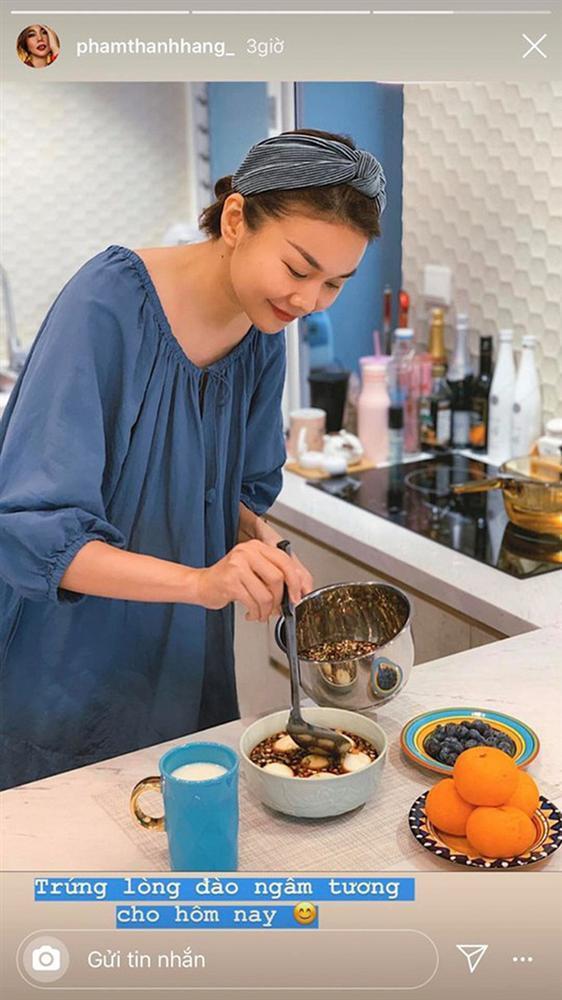 Sao Việt tiết kiệm mùa dịch: Người mặc đồ cả tuần mới giặt, người chăm chỉ vào bếp nấu ăn-5