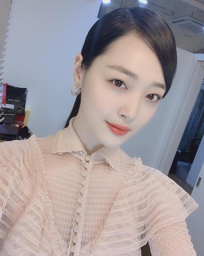 Ca sĩ Hàn vui khi báo chí khóa chức năng bình luận của khán giả-2