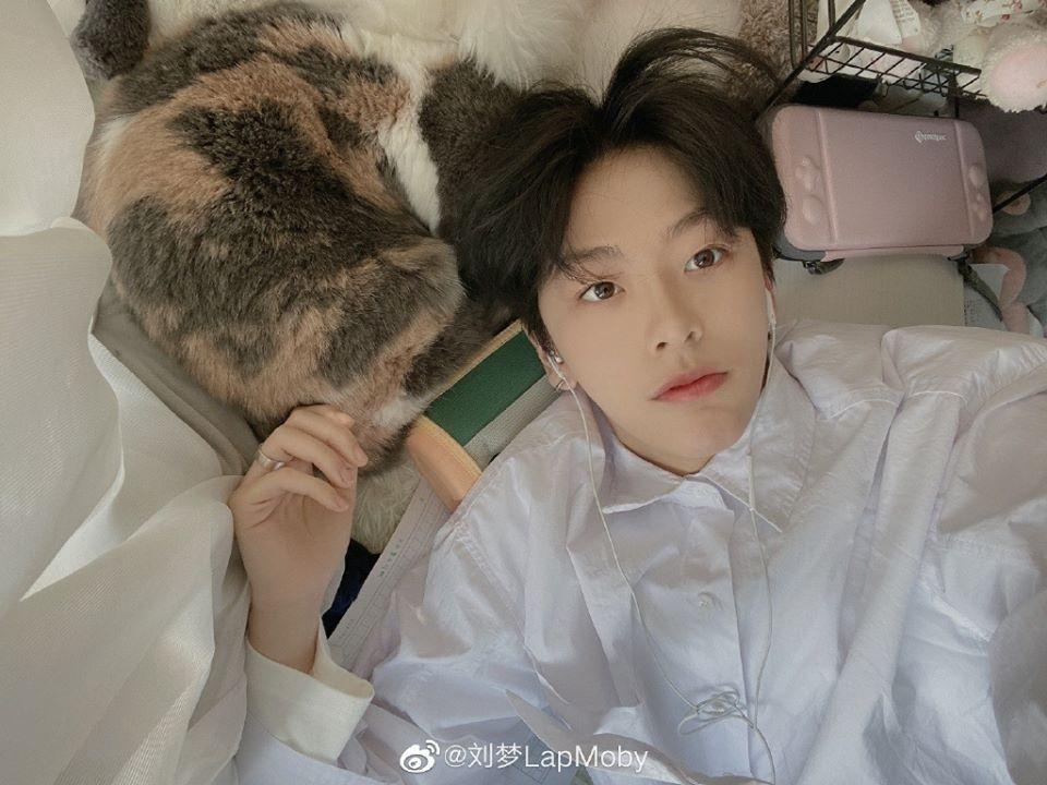 Thực tập sinh nữ Produce 101 bản Trung nổi như cồn vì quá... đẹp trai-4
