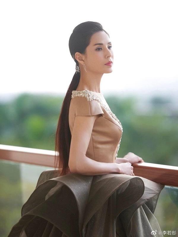 'Tiểu Long Nữ' Lý Nhược Đồng: Bỏ tiếp viên hàng không thành mỹ nhân phim kiếm hiệp-10