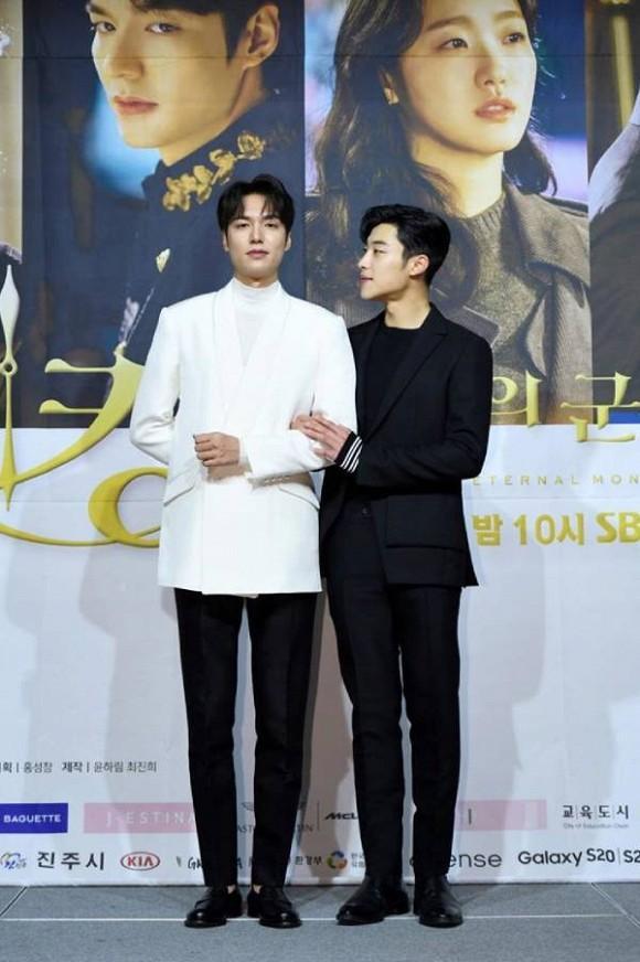 Cận vệ thân mật với Lee Min Ho trong Quân vương bất diệt từng đóng phim 19+-2
