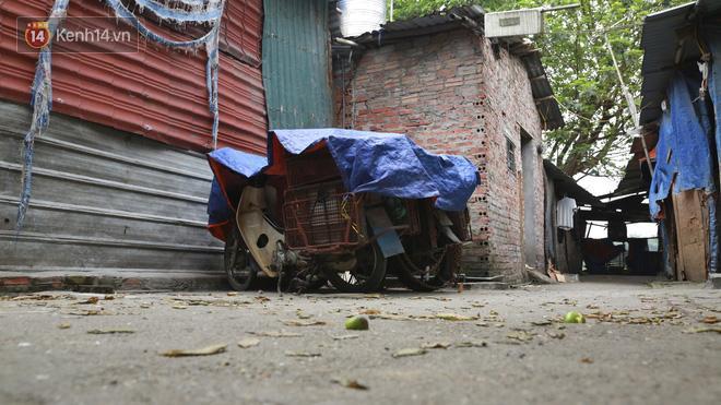 Nỗi niềm những người lao động nghèo chơi vơi giữa Hà Nội vì đại dịch Covid-19: Sống nhờ gạo cứu trợ, cá ươn đi xin-2