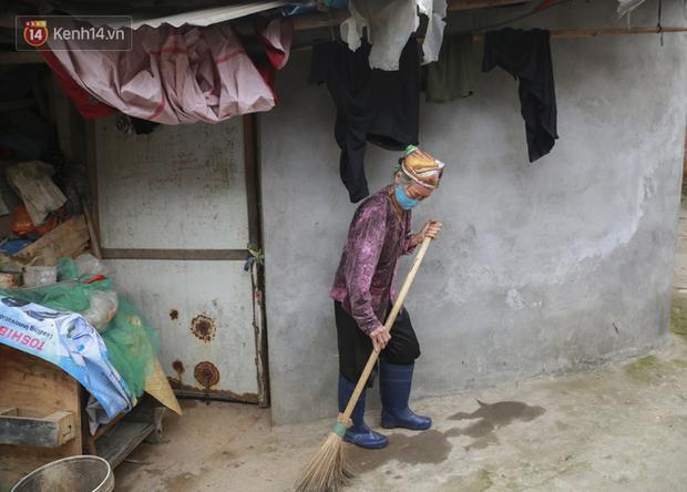 Nỗi niềm những người lao động nghèo chơi vơi giữa Hà Nội vì đại dịch Covid-19: Sống nhờ gạo cứu trợ, cá ươn đi xin-4
