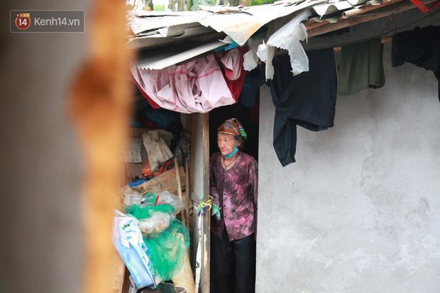 Nỗi niềm những người lao động nghèo chơi vơi giữa Hà Nội vì đại dịch Covid-19: Sống nhờ gạo cứu trợ, cá ươn đi xin-5