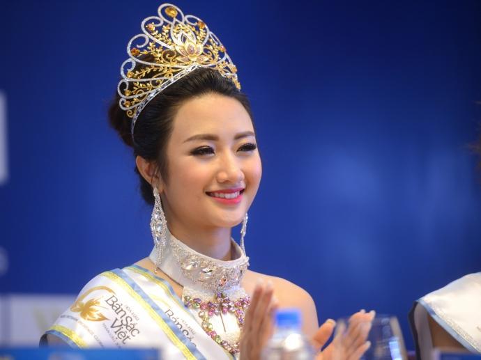 Những nàng hậu Việt theo chồng bỏ cuộc chơi dù đăng quang còn chưa ấm ghế-5