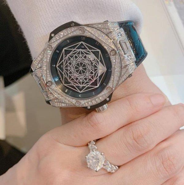 Nhà không có gì ngoài kim cương, Trấn Thành và Hari Won là cặp vợ chồng giàu có nhất Vbiz-7