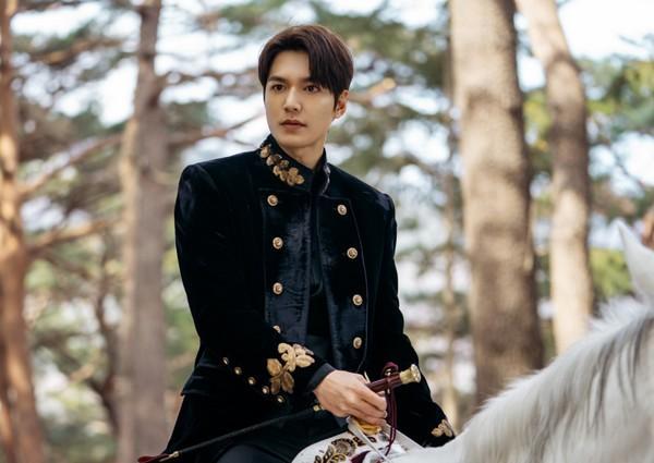 Lee Min Ho: ngôi sao đi lên từ đôi chân gẫy, bên ngoài đẹp trai bên trong nhiều tiền-7