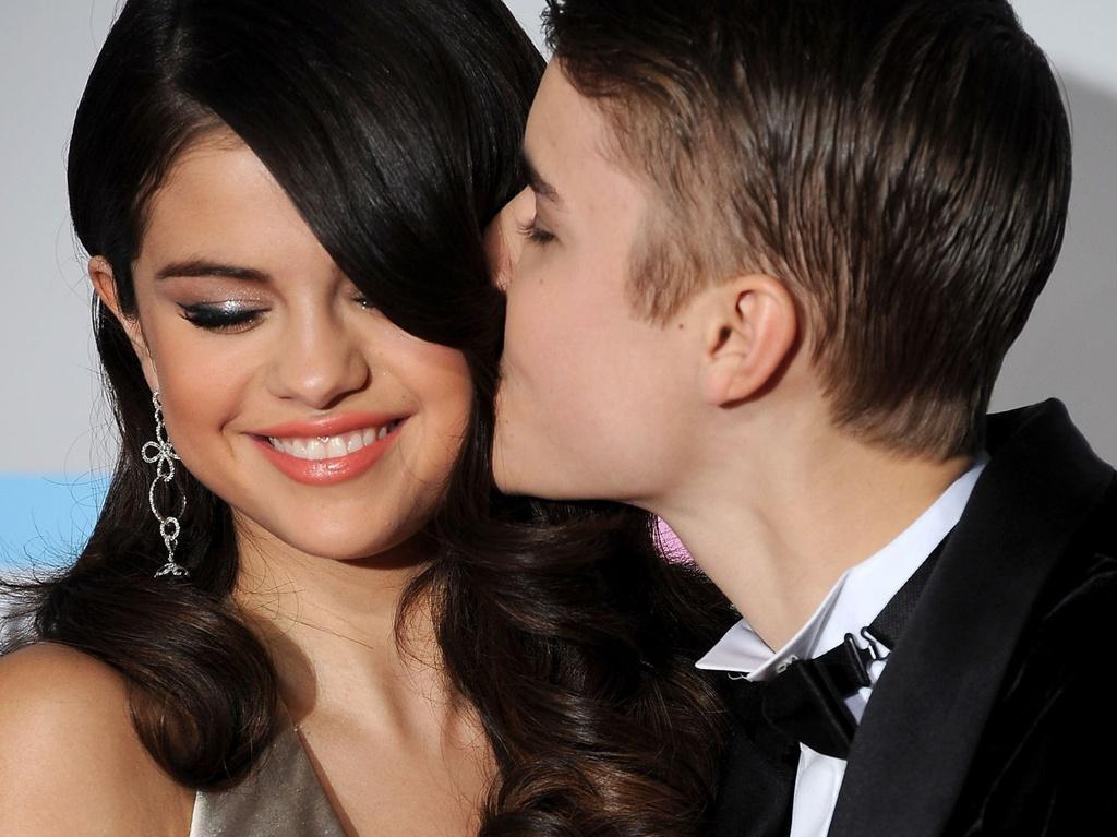 Selena Gomez tàn phai nhan sắc, bệnh tật vì yêu nhầm người-1