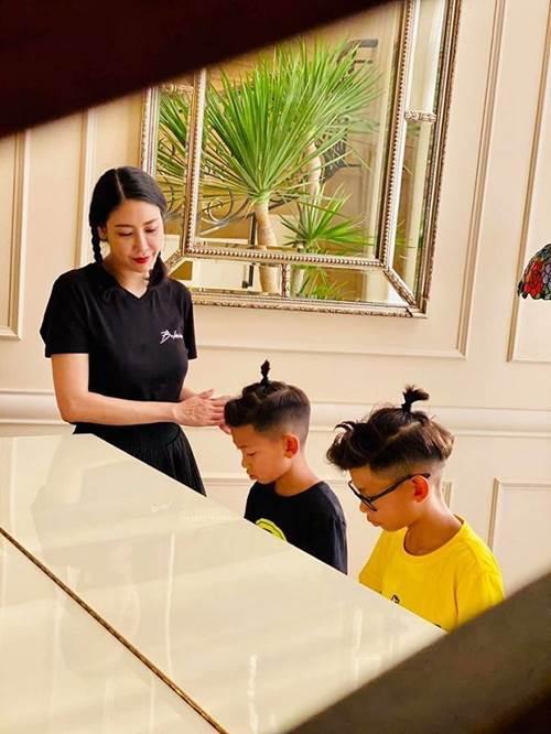 Không chỉ hợp diện ra ngoài, áo phông được nhiều sao Việt mặc ở nhà để giấu dáng kém thon-2