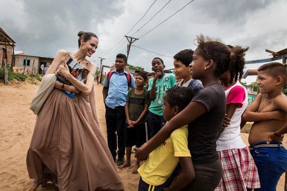 Tại sao Angelina Jolie là tiêu chuẩn vàng nhan sắc thế giới?-9