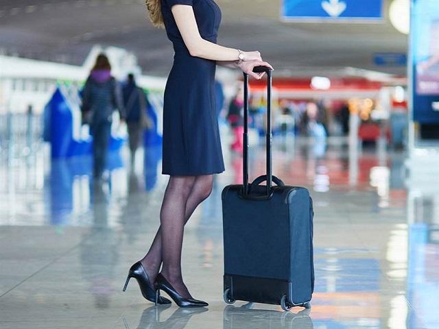 Nhật ký nữ tiếp viên hàng không: Bị sàm sỡ liên tục, dọn cả đồ lót cho khách-1