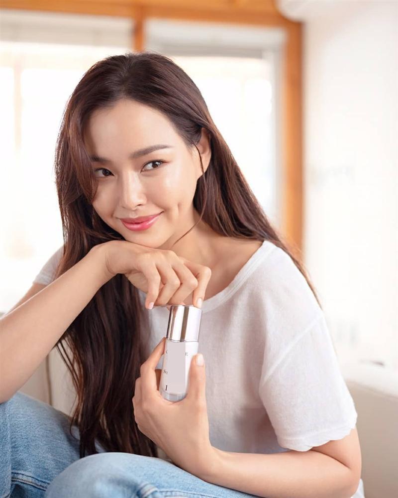Bản tin Hoa hậu Hoàn vũ 18/4: Thùy Lâm và HHen Niê nổi bật nhất với thời trang lên đường-5