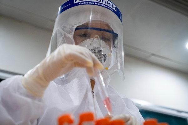 4 ca nghi nhiễm COVID-19 ở Hải Phòng nhập viện trở lại, có 1 người từng xét nghiệm 3 lần âm tính giờ lại ho, sốt-1