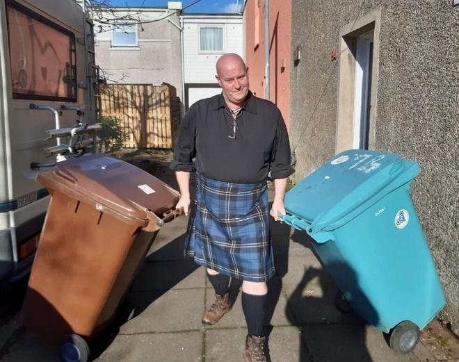 Trào lưu lên đồ, ăn mặc lồng lộn chỉ để đi đổ rác giữa dịch Covid-19-5