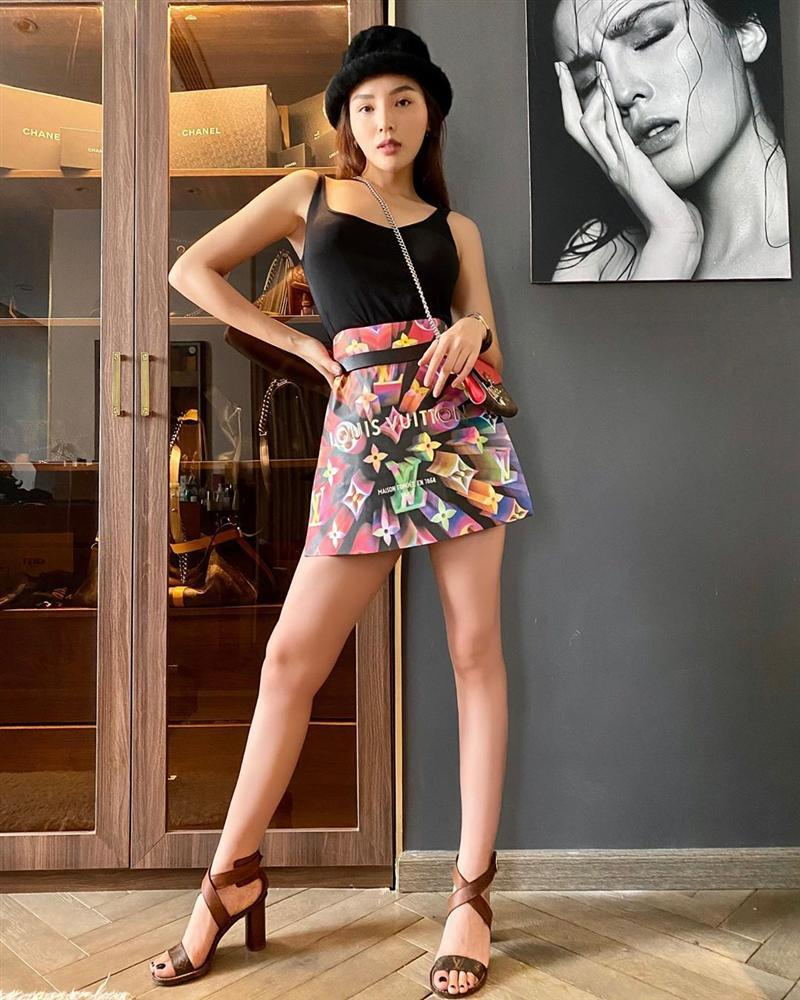 Trend lấy gối làm váy nhạt dần, Kỳ Duyên và Minh Triệu dùng túi giấy hàng hiệu che thân siêu sexy-3