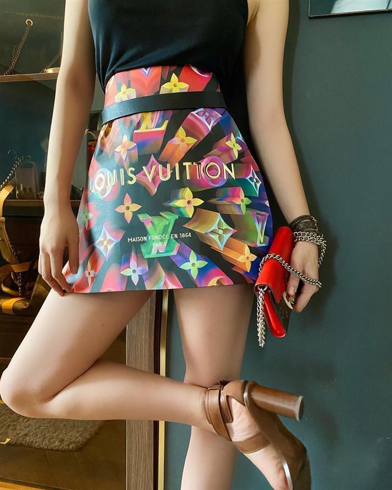 Trend lấy gối làm váy nhạt dần, Kỳ Duyên và Minh Triệu dùng túi giấy hàng hiệu che thân siêu sexy-5