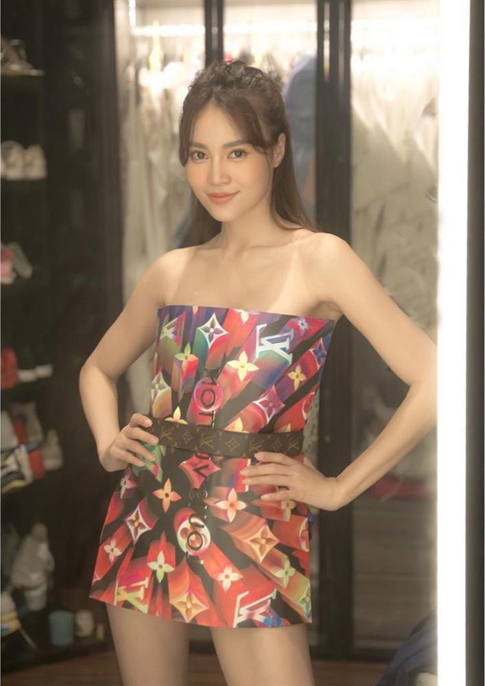 Trend lấy gối làm váy nhạt dần, Kỳ Duyên và Minh Triệu dùng túi giấy hàng hiệu che thân siêu sexy-2