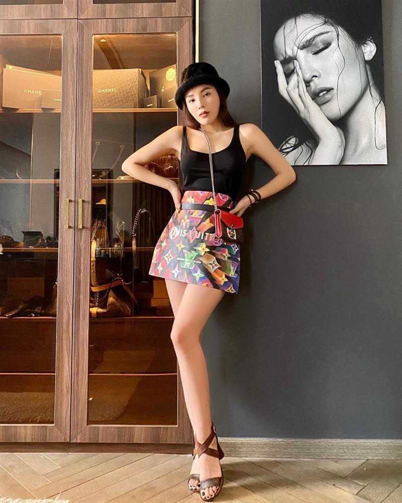 Trend lấy gối làm váy nhạt dần, Kỳ Duyên và Minh Triệu dùng túi giấy hàng hiệu che thân siêu sexy-6