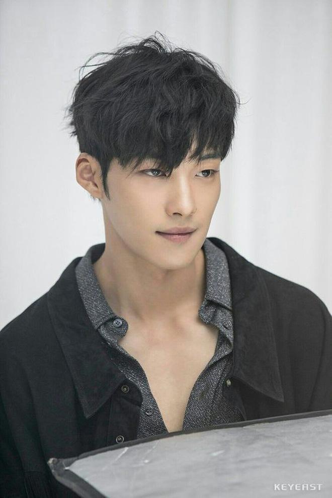 Cận vệ thân mật với Lee Min Ho trong Quân vương bất diệt từng đóng phim 19+-5