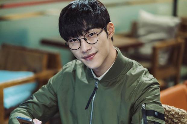 Cận vệ thân mật với Lee Min Ho trong Quân vương bất diệt từng đóng phim 19+-9