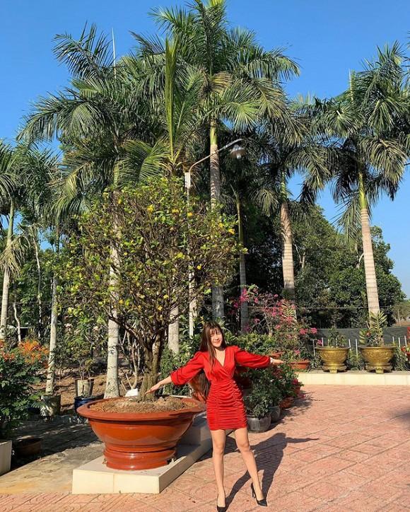 Đang miệt mài tập thể dục lại bị chê ở dơ, bạn gái Lâm Tây đáp trả: Vườn nhà 3 mẫu nên không quét nổi-4