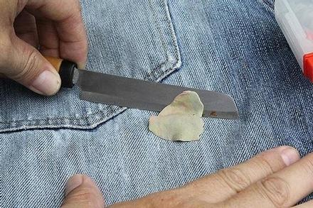 Quần áo dính kẹo cao su, làm thế nào để khắc phục?
