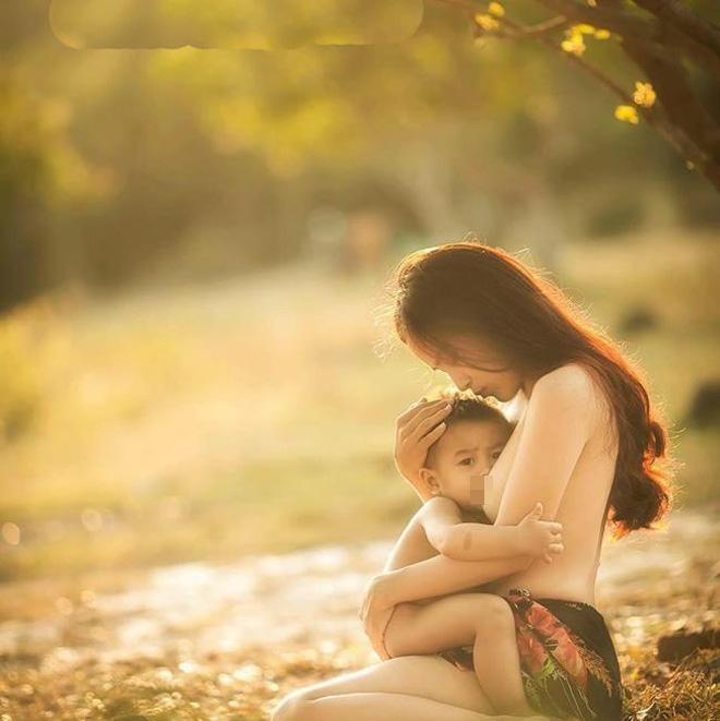 Sau 5 năm gây bão với khoảnh khắc ngực trần cho con bú, bà mẹ ở Nha Trang giờ ra sao?-1