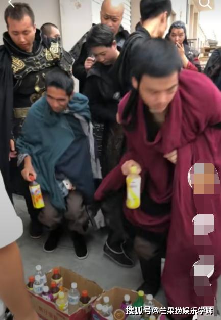 Triệu Lệ Dĩnh bị chỉ trích keo kiệt bủn xỉn khi chỉ bỏ ít tiền mua nước mời đoàn phim-2