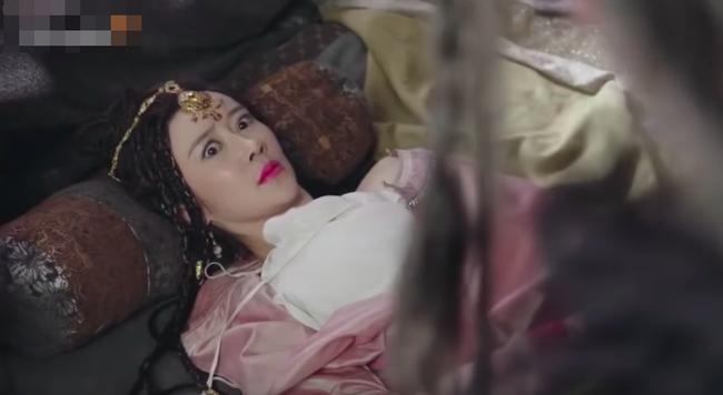 Hotgirl mạng khoe ngực khủng trong Tân Ỷ Thiên Đồ Long Ký là ai?-3