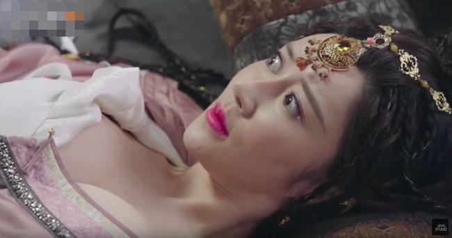 Hotgirl mạng khoe ngực khủng trong Tân Ỷ Thiên Đồ Long Ký là ai?-4