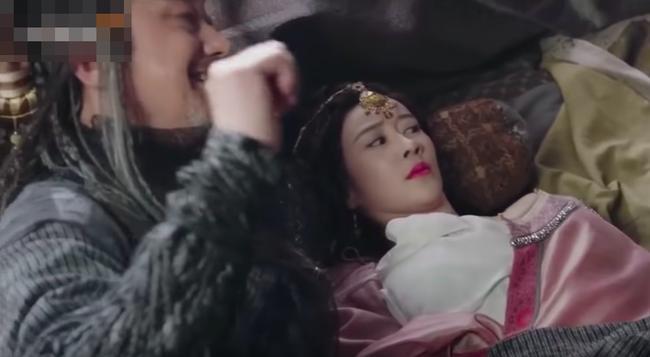 Hotgirl mạng khoe ngực khủng trong Tân Ỷ Thiên Đồ Long Ký là ai?-5