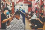 Tiệm cắt tóc ở TP.HCM đông đúc, xếp hàng chờ lượt