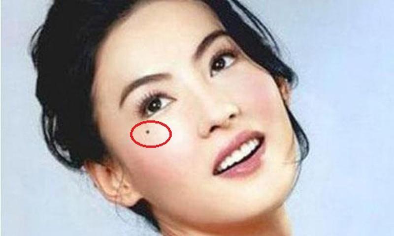 Ngó 3 nốt ruồi hút tài tụ lộc quanh mắt, ai có 1 cái thôi là tha hồ hưởng phúc-1