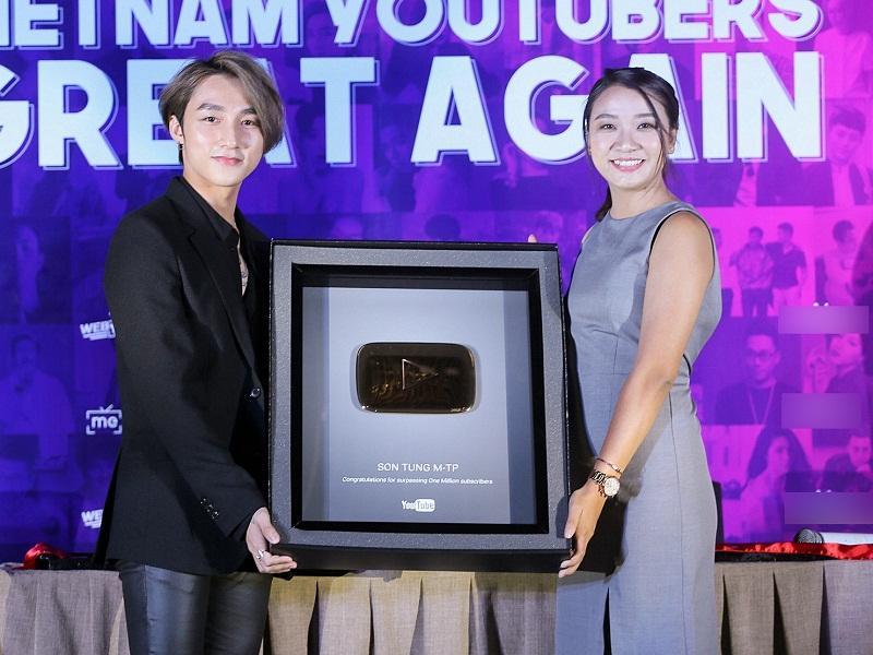 Muôn kiểu ca sĩ Việt khoe nút vàng Youtube: Người trang trọng háo hức, kẻ hờ hững bẽ bàng-2