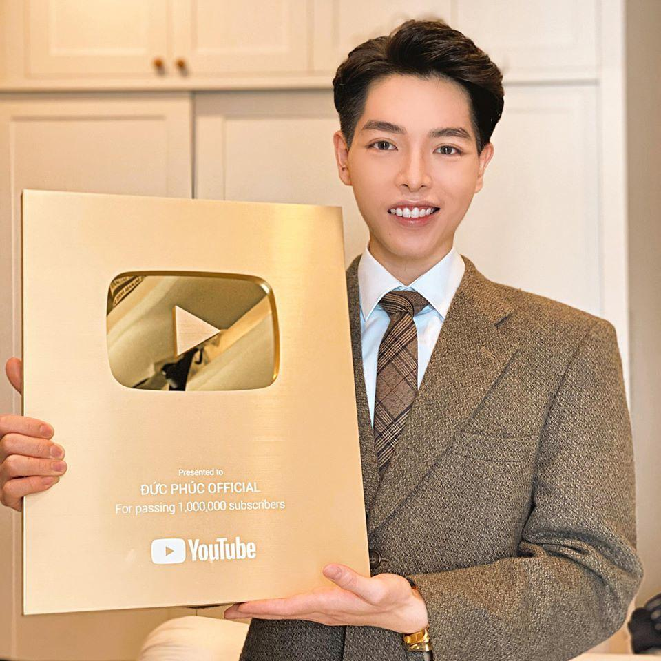 Muôn kiểu ca sĩ Việt khoe nút vàng Youtube: Người trang trọng háo hức, kẻ hờ hững bẽ bàng-6