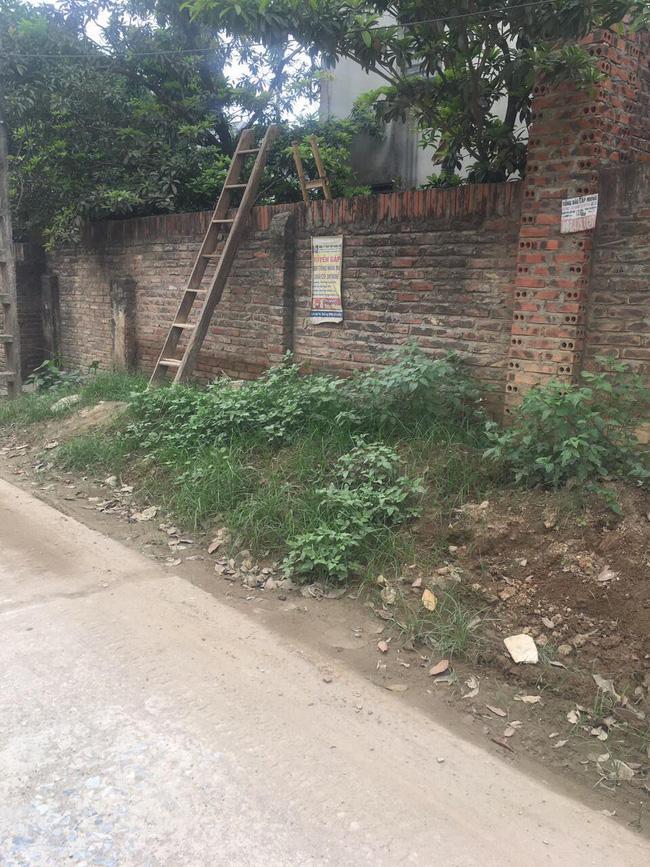 Hà Nội: Phá tường giải cứu cụ bà gần 80 tuổi ốm liệt giường bị hàng xóm nhốt trong nhà-5