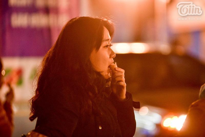 Buổi tối đầu tiên sau cách ly, giới trẻ Hà Nội lên phố ăn kem Tràng Tiền, ngắm Hồ Tây dù trời rét lạnh-6