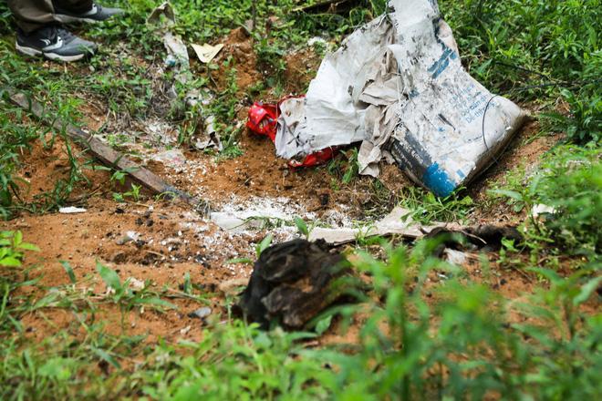 Ông ngoại cháu bé bị xe tải tông trúng rồi giấu xác phi tang: Sau khi gây tai nạn, nó một mực chối cãi, còn phụ giúp xới cát tìm thi thể-3