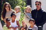 Jolie từng khiến ê-kíp quay phim bối rối vì cảnh ngực trần-5