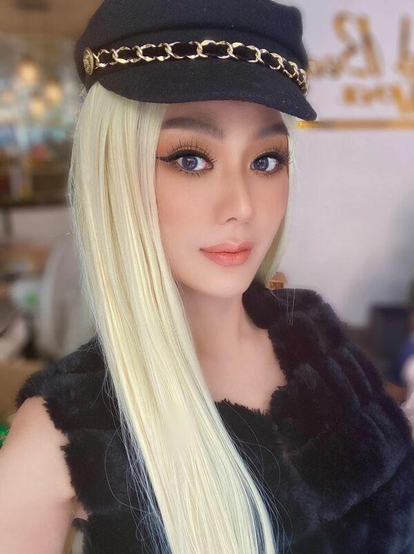 Lâm Khánh Chi bất ngờ nổi loạn với tóc bạch kim ở tuổi 43-2
