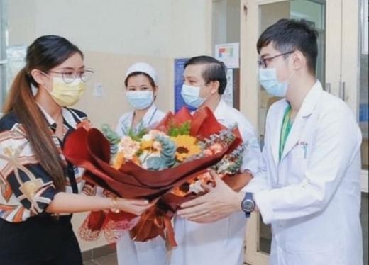Tiên Nguyễn khoe ảnh đoàn tụ gia đình, khoảnh khắc tình cảm bên anh trai làm ai cũng xúc động-5