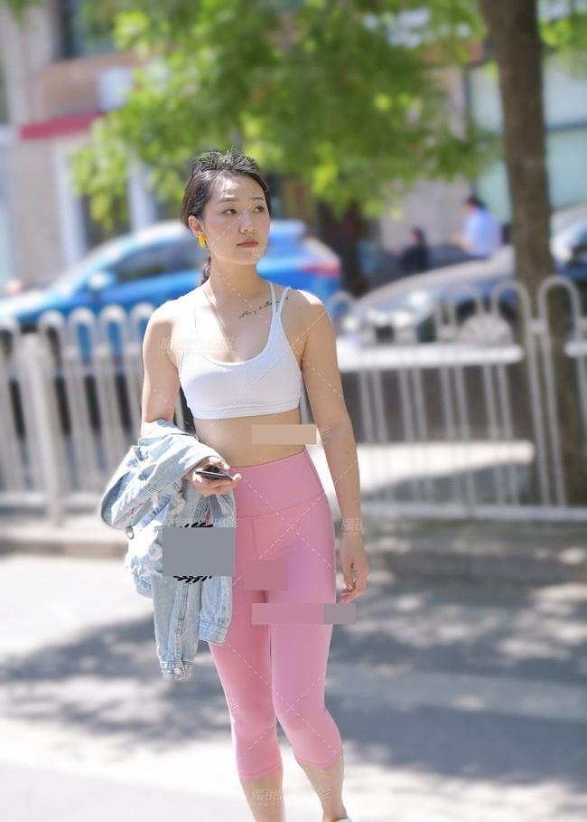 Trời nóng lên, chị em lại khiến người đối diện nóng mắt với mốt quần bó chịt vùng cấm địa-5
