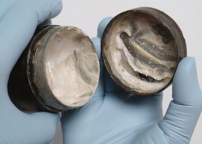 Tìm thấy lọ kem dưỡng da 2.000 năm tuổi ở Anh-1