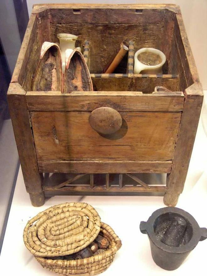 Tìm thấy lọ kem dưỡng da 2.000 năm tuổi ở Anh-3