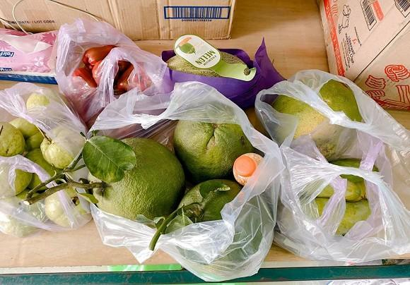 Bà xã Đăng Khôi kể về cuộc sống ở khu cách ly: Cơm ăn ba bữa, quần áo mặc cả ngày-4