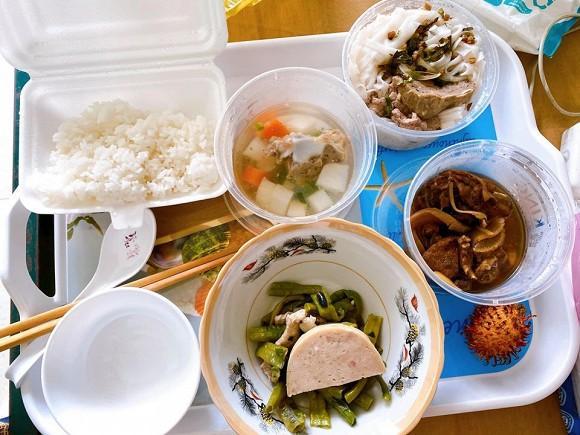 Bà xã Đăng Khôi kể về cuộc sống ở khu cách ly: Cơm ăn ba bữa, quần áo mặc cả ngày-9