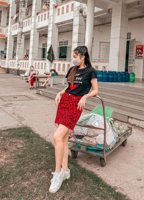 Bà xã Đăng Khôi kể về cuộc sống ở khu cách ly: Cơm ăn ba bữa, quần áo mặc cả ngày-11