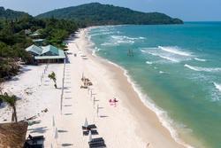 Bãi biển công cộng đẹp nhất Phú Quốc lác đác khách tắm