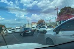 Đường lên Đà Lạt kẹt xe ngày 30/4, ôtô nhích từng mét