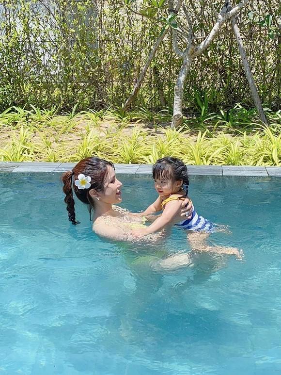Mẹ hai con Diệp Lâm Anh diện bikini khoe dáng nuột, ai nhìn cũng mê-3